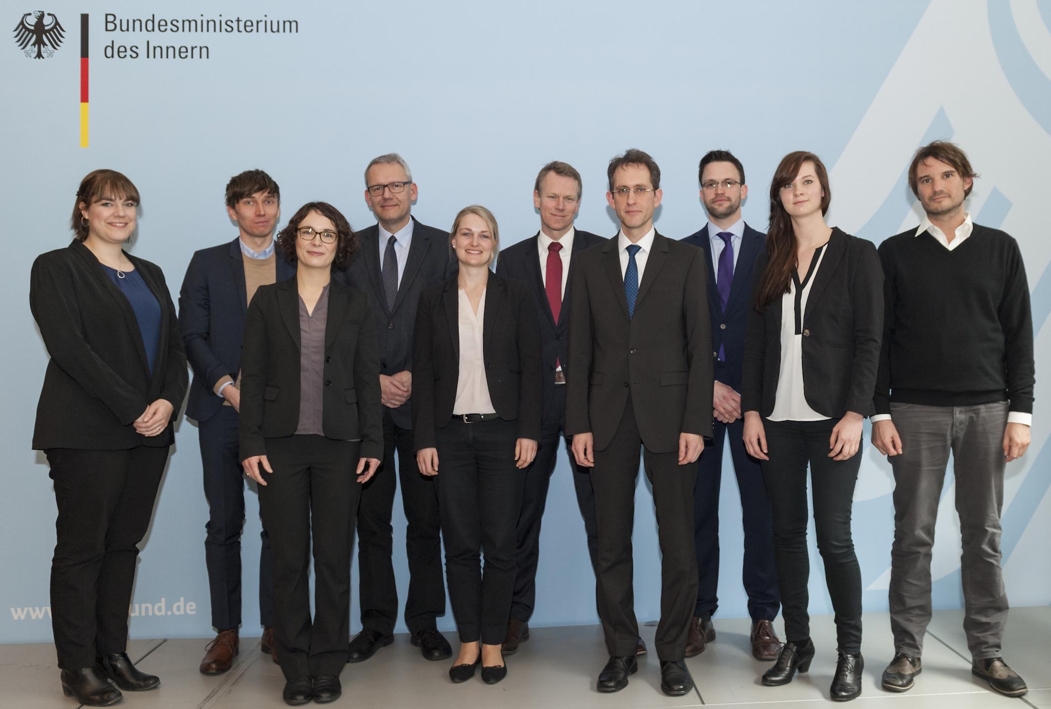 Photo der Forschungsgruppe v.l.n.r.: Irina Stange, Lutz Maeke, Franziska Kuschel, Andreas Wirsching, Maren Richter, Frank Bösch, Frieder Günther, Jan Philipp Wölbern, Stefanie Palm, Dominik Rigoll